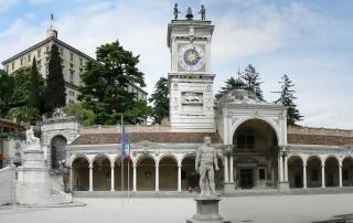 vista verso il castello di Piazza Libertà a Udine